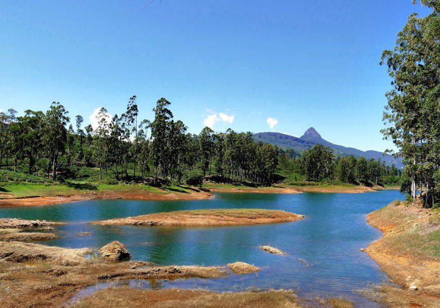Adam's Peak Hike: When the moon is not a loyal companion